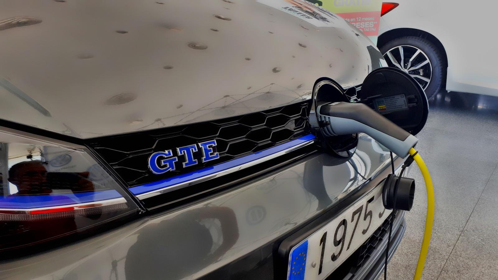 VW GTE Cargando