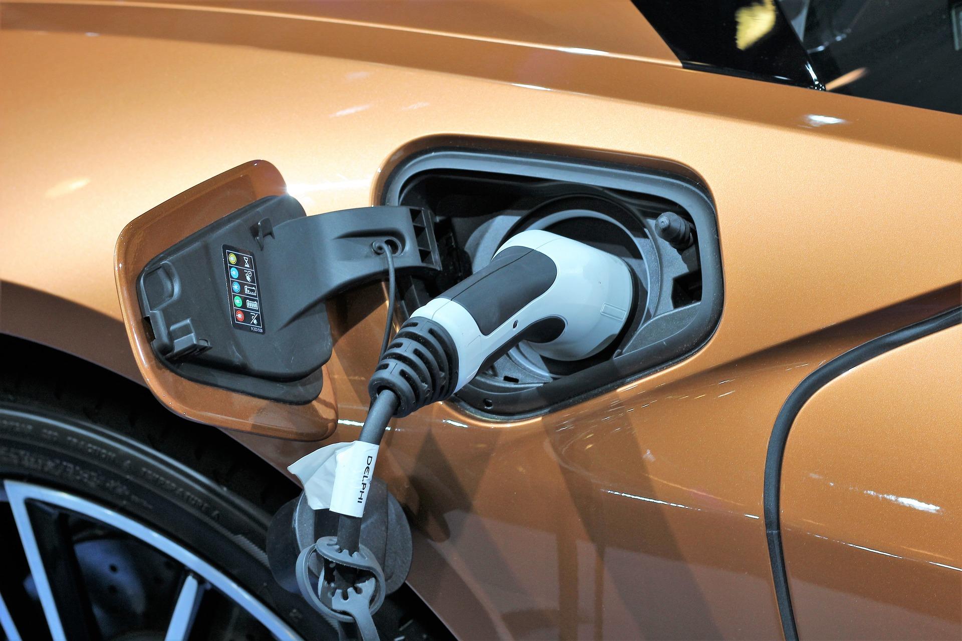 Cargándose un coche eléctrico