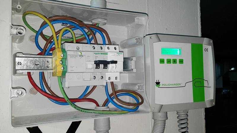 Policharger instalación real de Domoelectra