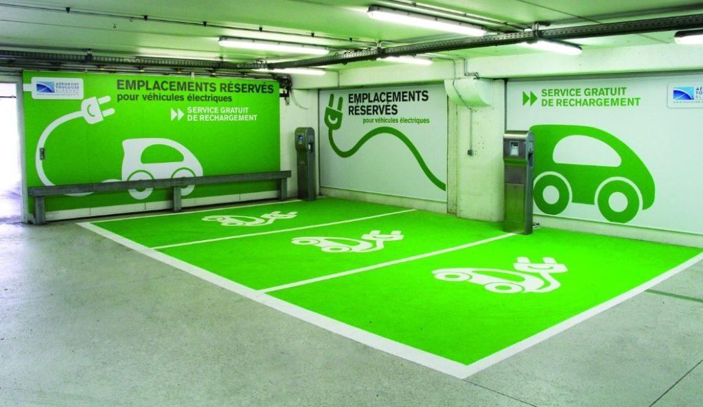 Parking público preparado para la recarga de coches eléctricos