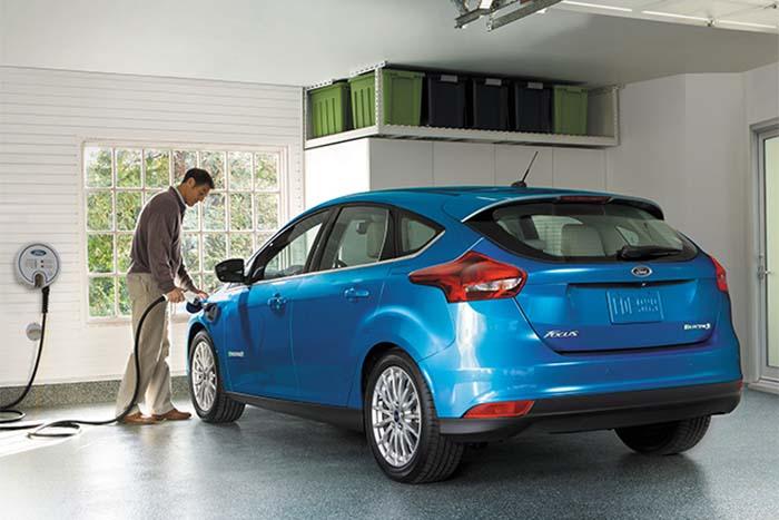 Ford focus electric cargando su batería